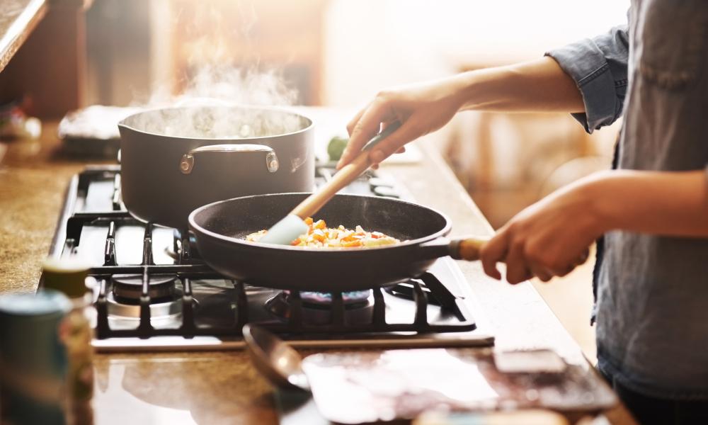 Tự nấu ăn giúp bạn tiết kiệm chi phí và hợp khẩu vị