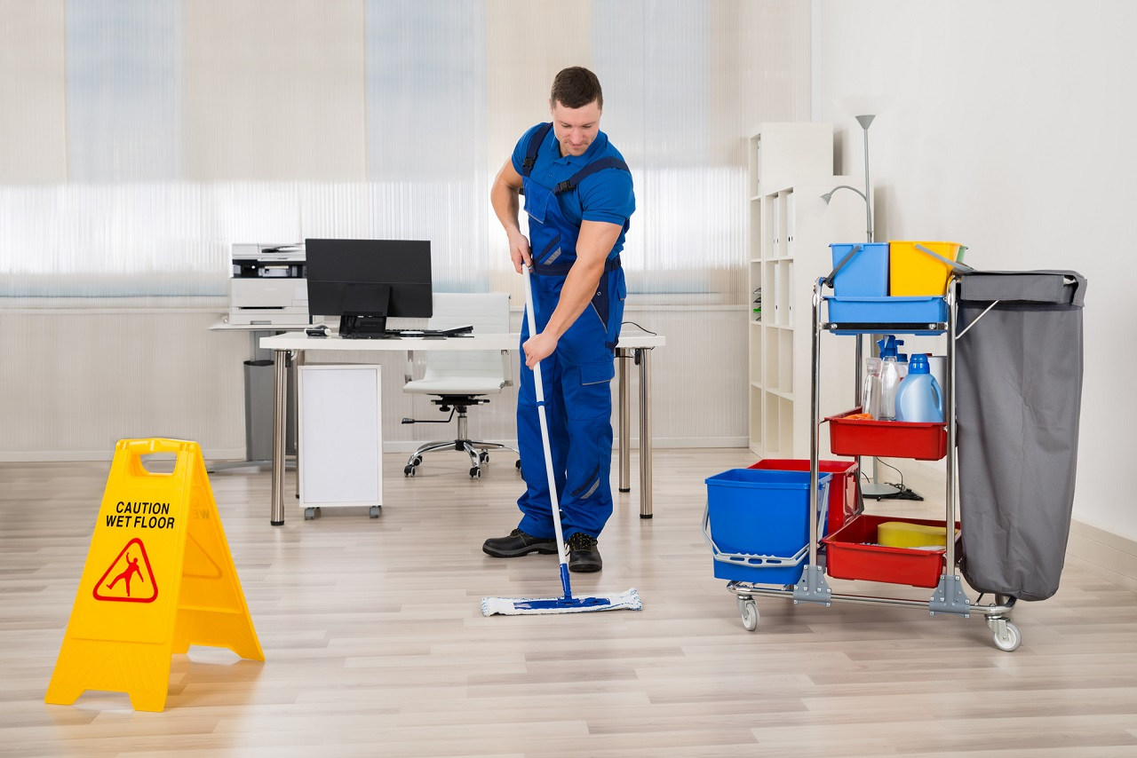 Công việc dọn dẹp thường không yêu cầu kỹ năng ngôn ngữ hoặc giấy phép bổ sung