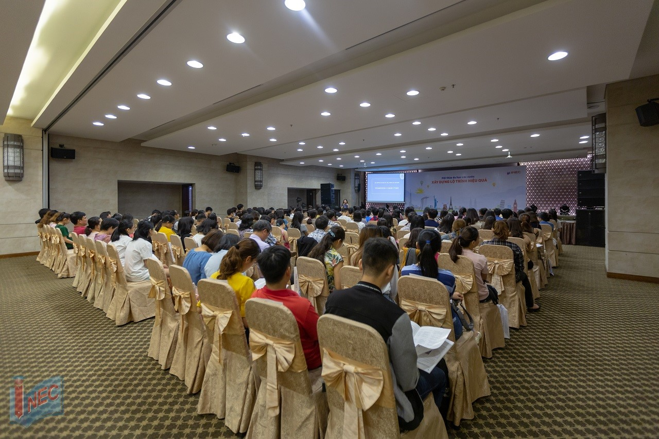 Đông đảo phụ huynh và HSSV tìm hiểu du học trong hội thảo của Du học INEC