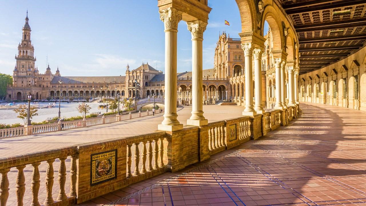 Tây Ban Nha vẫn luôn nổi tiếng với những kiến trúc cuốn hút