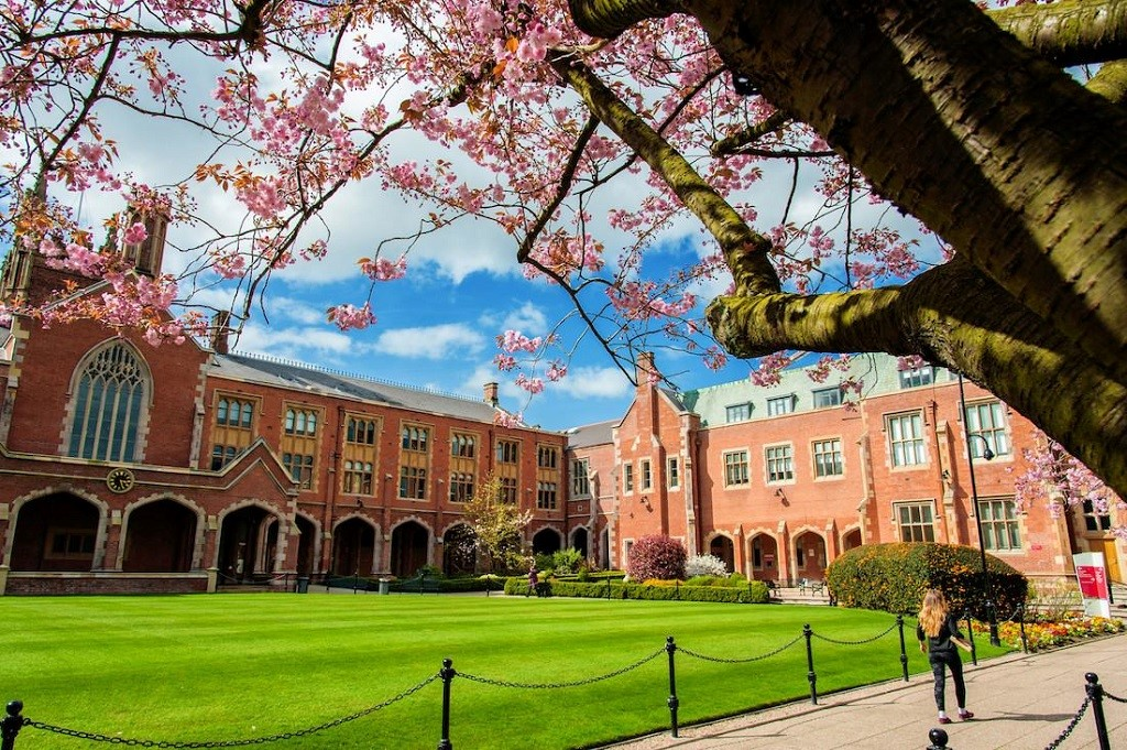 Bạn có muốn học tại ngôi trường đẹp bậc nhất nước Anh - Đại học Queen's Belfast?