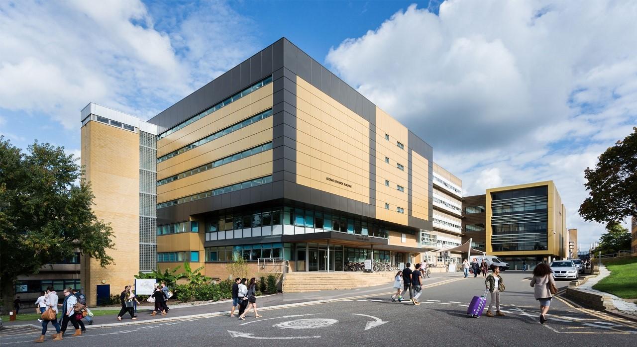 Học bổng du học Anh 10.000 GBP Đại học Surrey 2