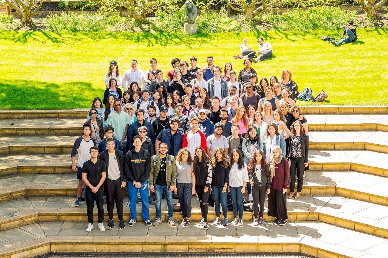 Học bổng du học Anh 10.000 GBP Đại học Surrey 3