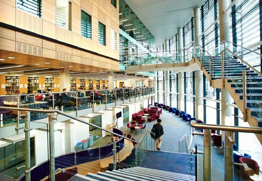 Một góc bên trong thư viện Bill Bryson của Đại học Durham