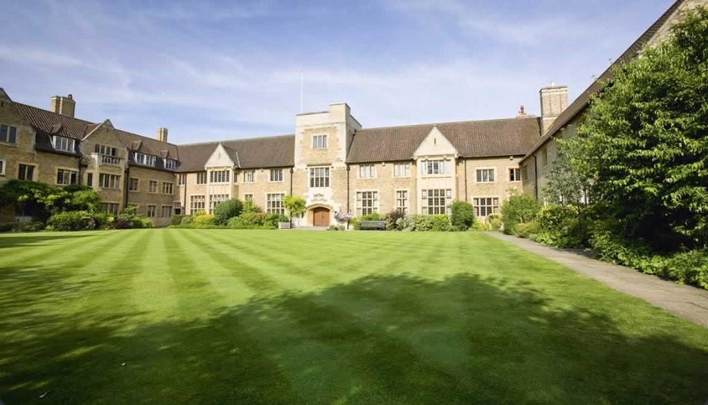 Miễn phí du học hè Anh Quốc tại Bellerbys 1
