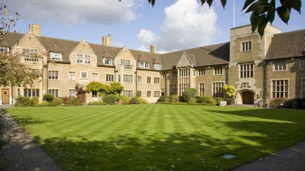"""""""Thảm đỏ"""" bước vào các trường đại học uy tín nhất nước Anh"""