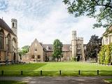 Tiết kiệm chi phí du học Anh với học bổng đến 50% từ Đại học Gloucestershire