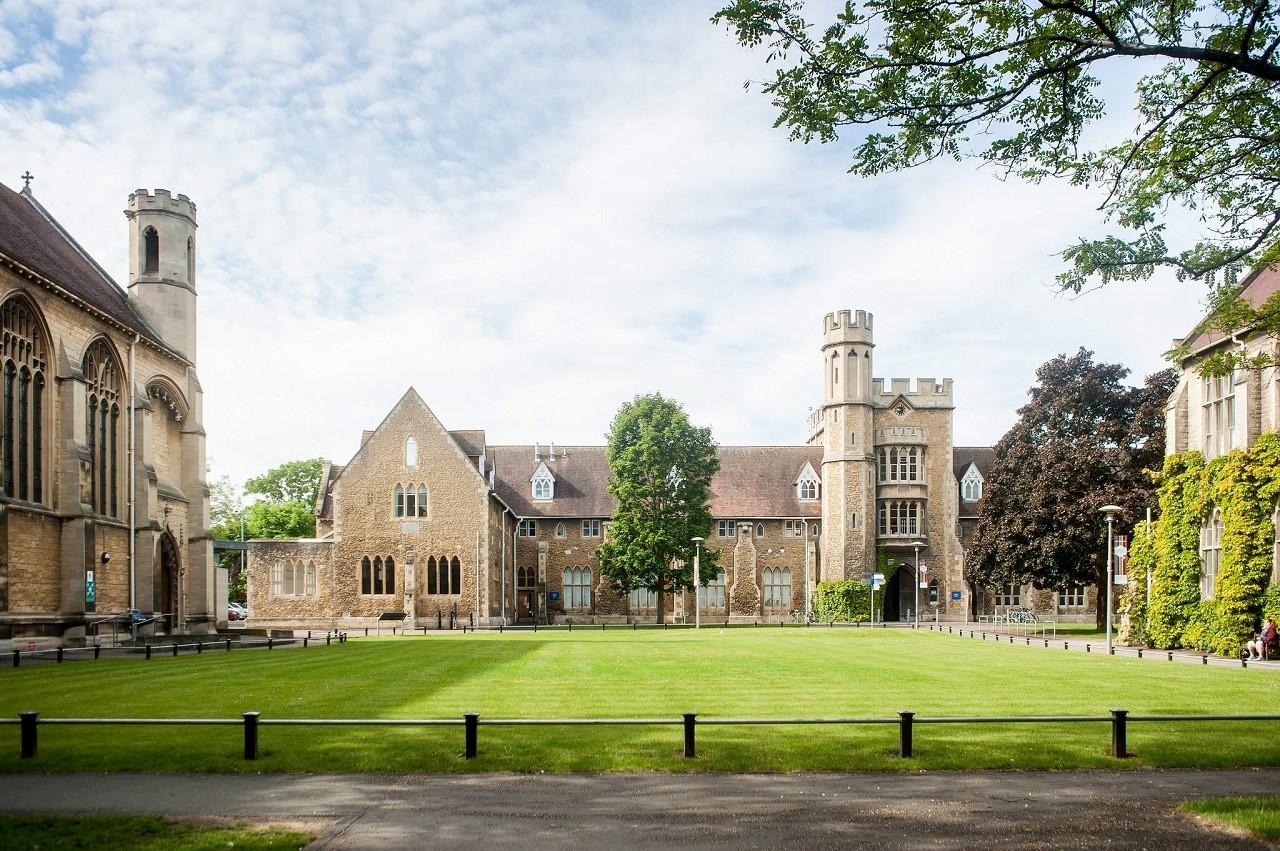Học bổng du học Anh 50% Đại học Gloucestershire 1