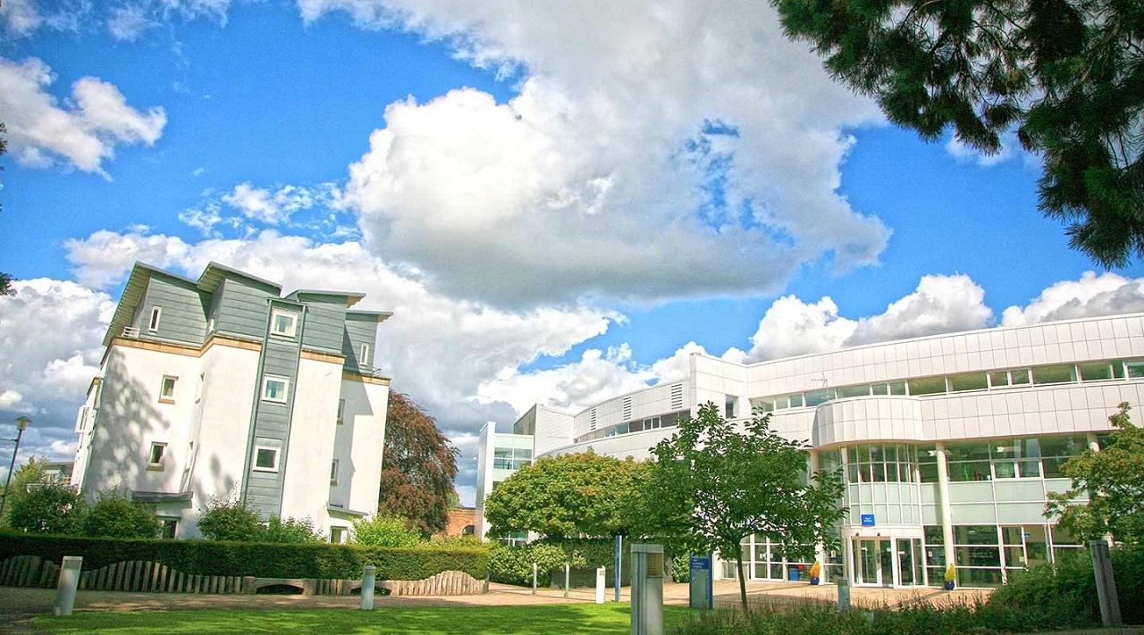 Còn đây là trung tâm học thuật tại Cheltenham – The Park