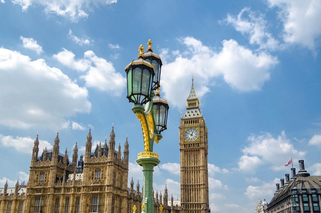 Mỗi năm vương quốc Anh chào đón hơn 600.000 du học sinh