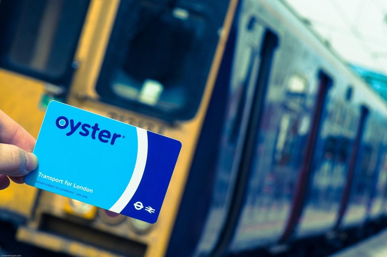 Oyster Card giúp bạn tiết kiệm 30% tiền vé khi di chuyển trong London