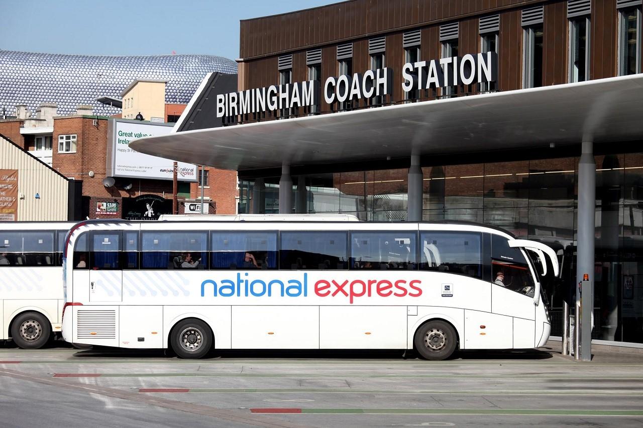 Coachcard là loại thẻ rất thích hợp để bạn đi du lịch vòng quanh nước Anh