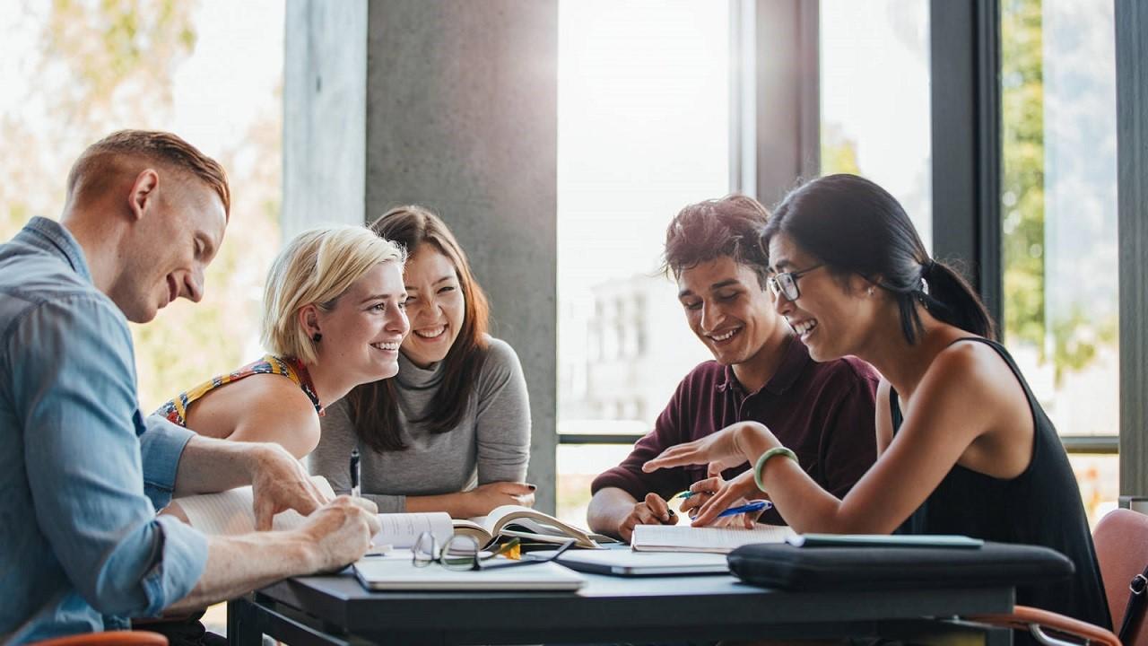 Visa làm việc cho du học sinh Anh bậc đại học, sau đại học