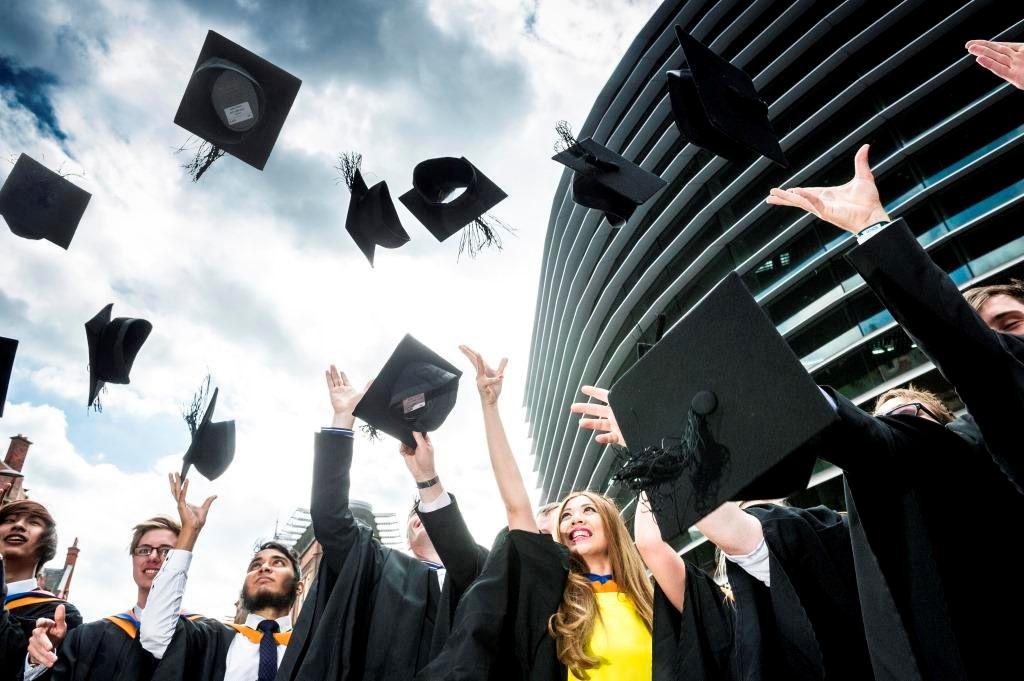 Visa làm việc 2 năm áp dụng từ khóa tháng 1/2020 cho du học sinh Anh