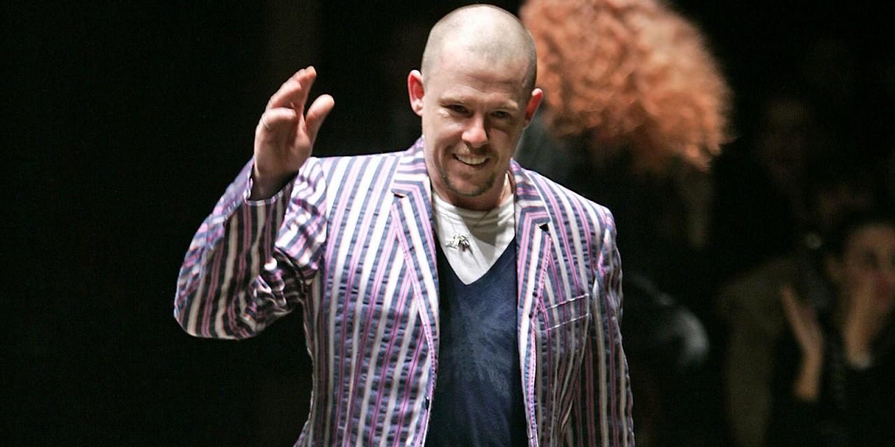 Alexander McQueen – Nhà tạo mốt trứ danh của làng thời trang nước Anh