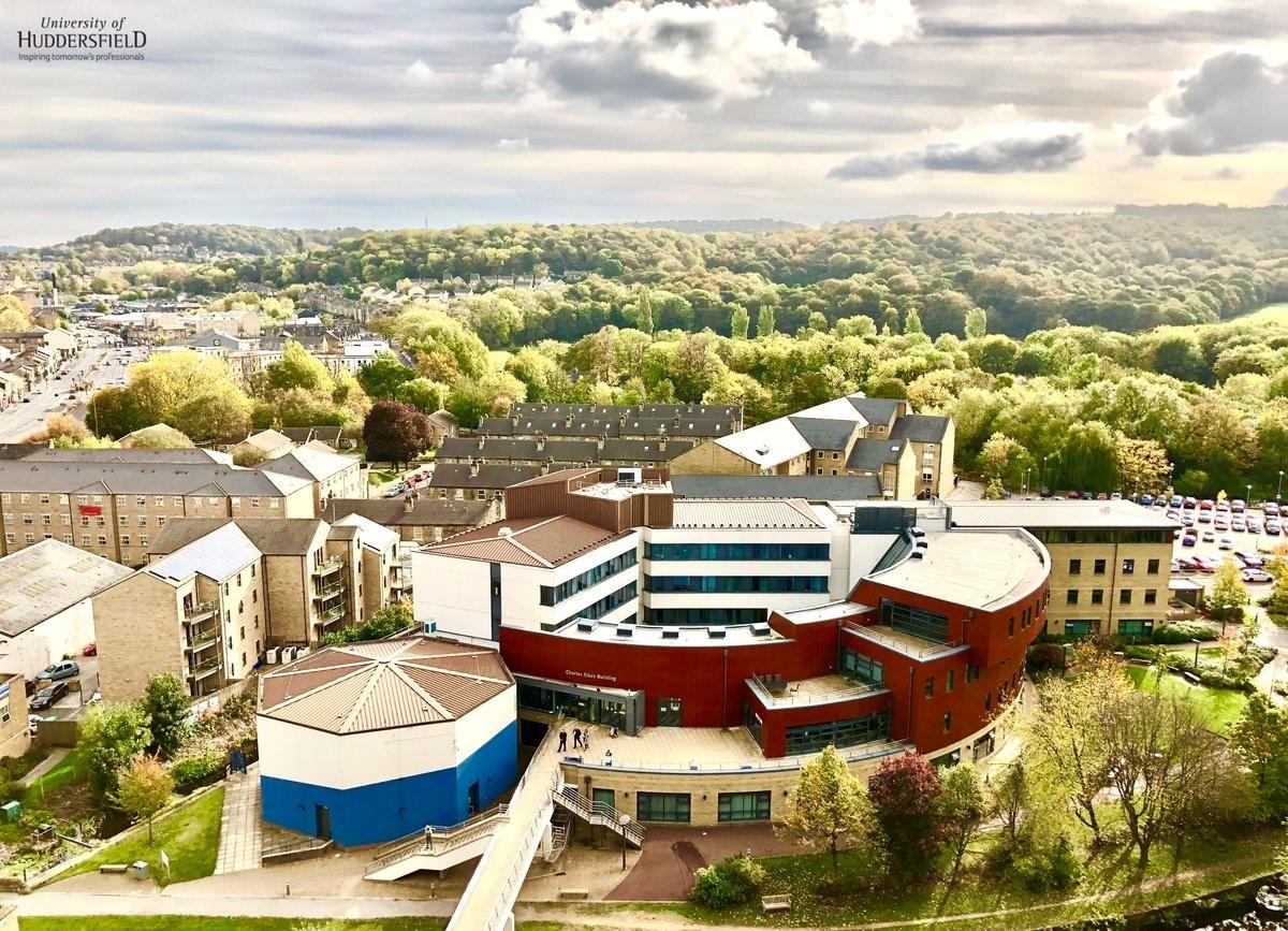 Sinh viên hệ thạc sĩ Đại học Huddersfield đang nhận mức lương khởi điểm ấn tượng