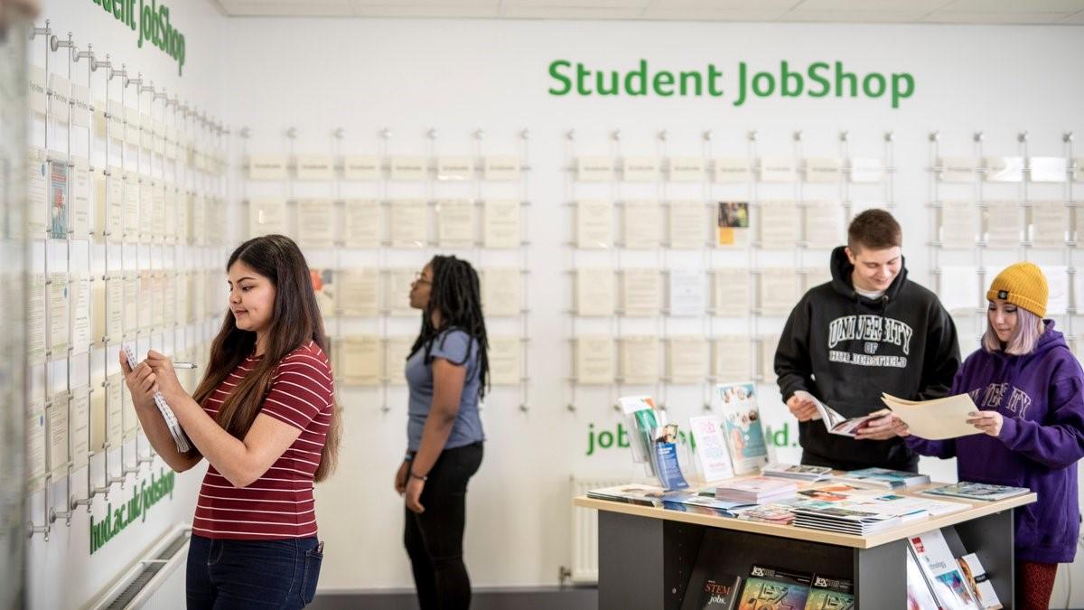Trung tâm hỗ trợ sinh viên Đại học Huddersfield cung cấp thông tin việc làm, thực tập phong phú