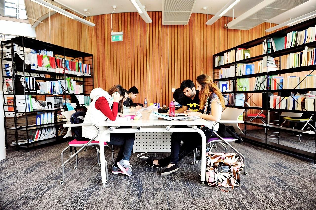 Học bổng du học Anh chuyển tiếp Đại học Exeter