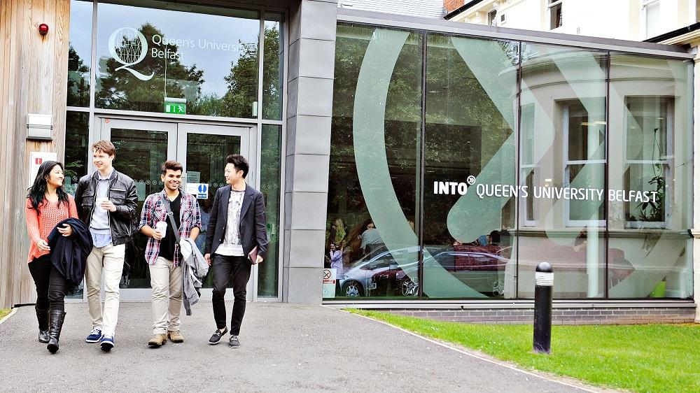 Học sinh INTO Queen's Belfast được hưởng lợi từ tiện ích dịch vụ, cơ sở vật chất do đại học mang lại