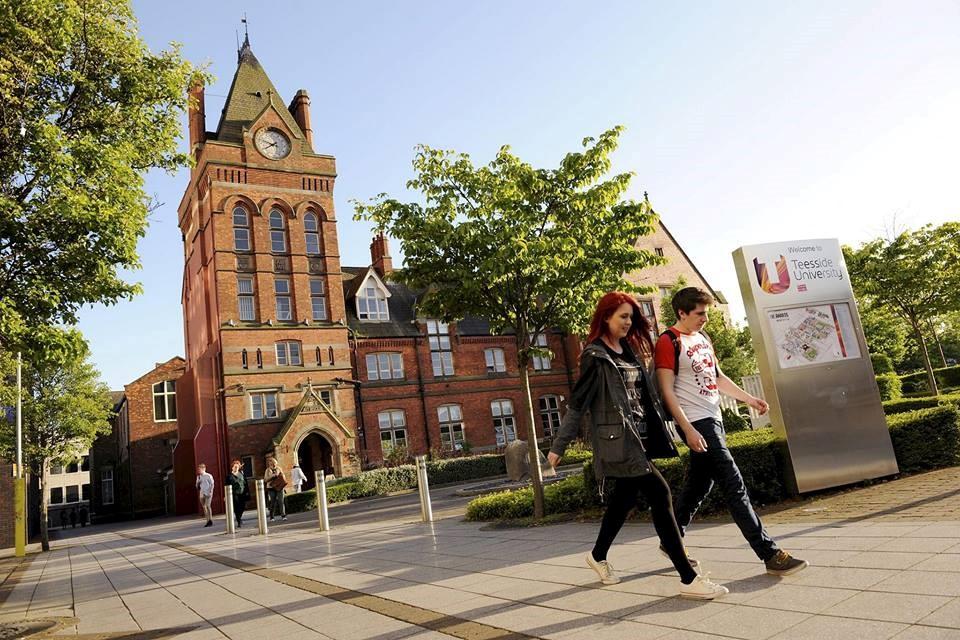 Trường cũng được xếp số 1 tại Anh cho các dịch vụ hỗ trợ sự nghiệp