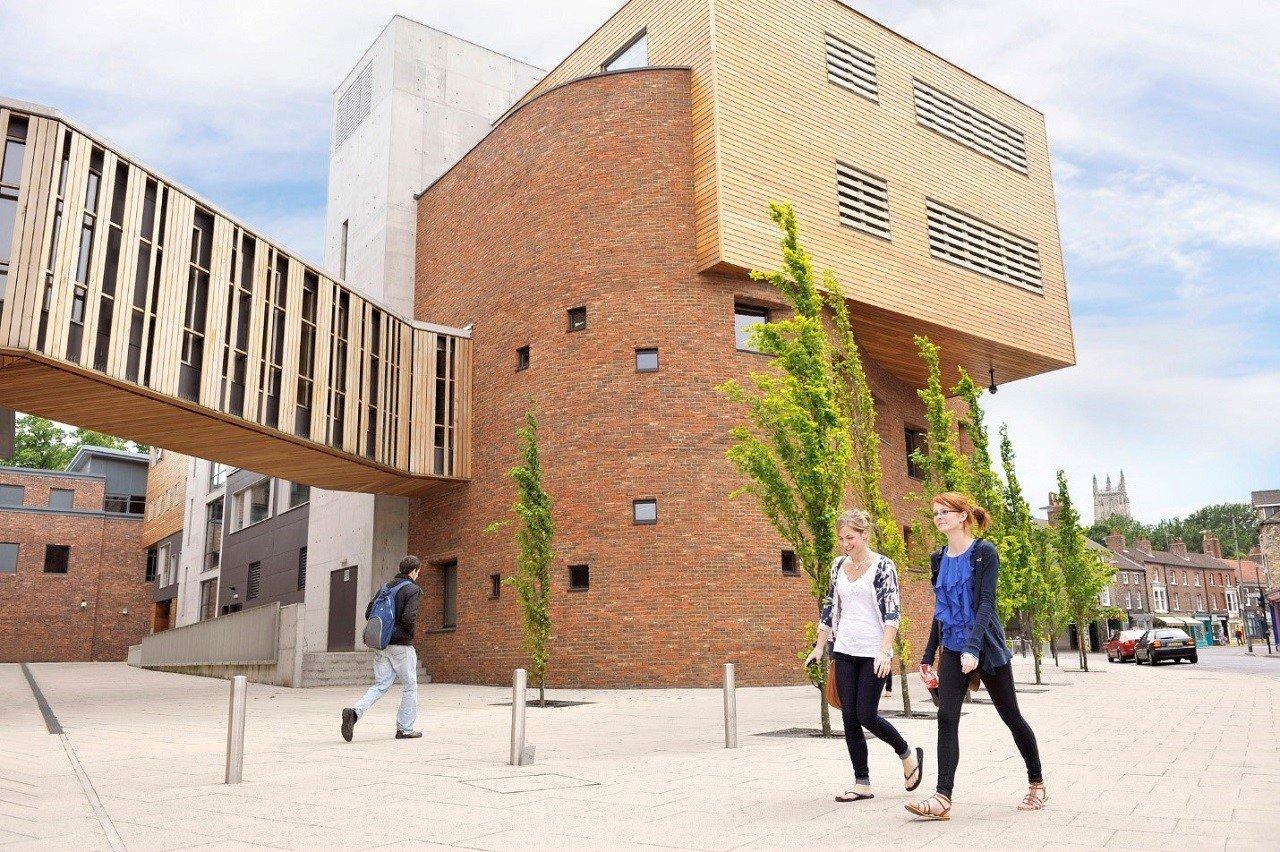 Đại học York St John mang đến khóa học MBA hấp dẫn