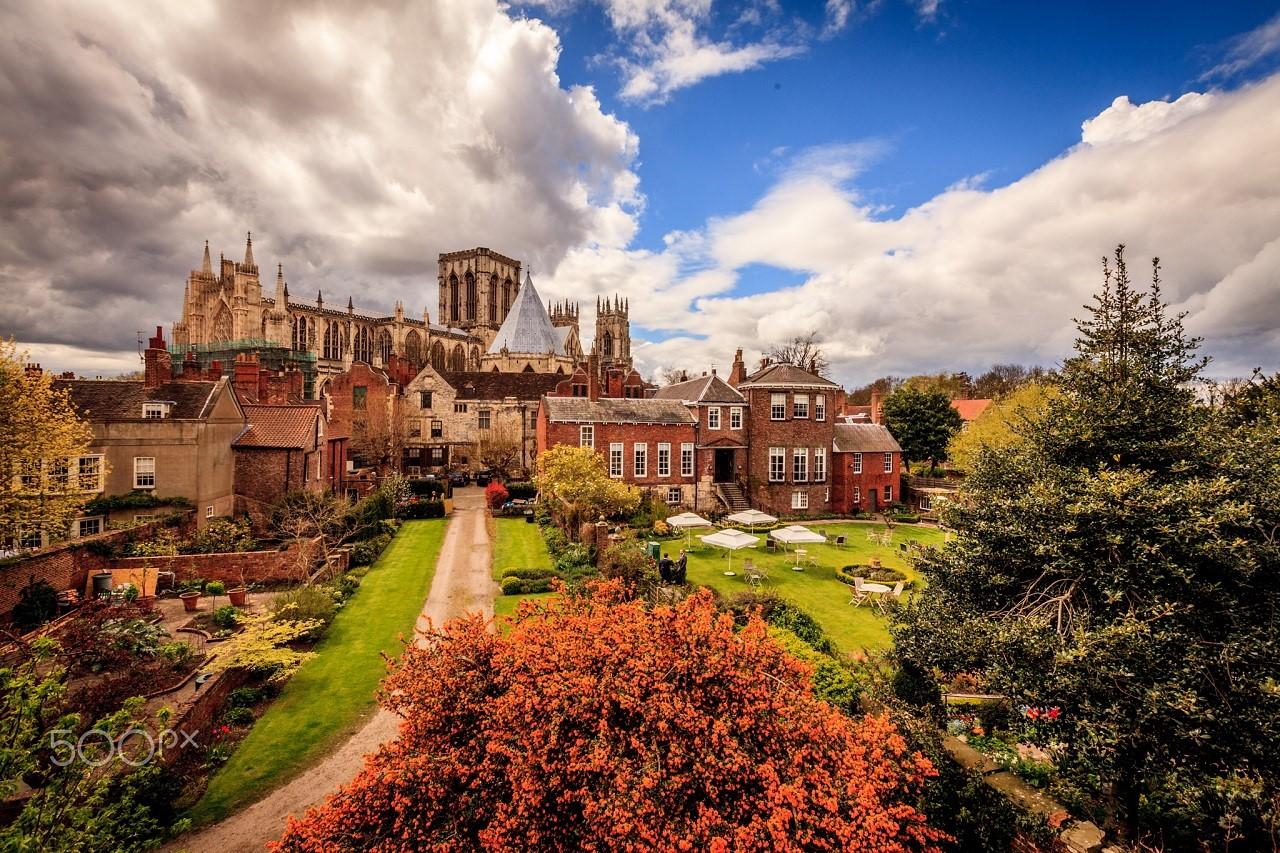 Chi phí du học Anh thạc sĩ tại Đại học York St John rất phải chăng