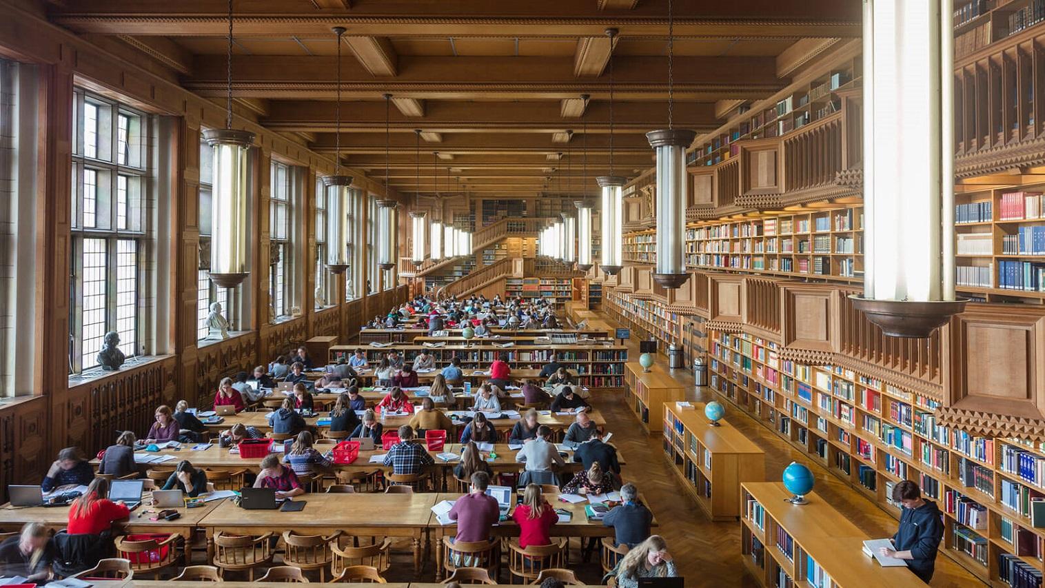 Sinh viên tự học trong thư viện KU Leuven - Đại học lâu đời nhất ở Bỉ