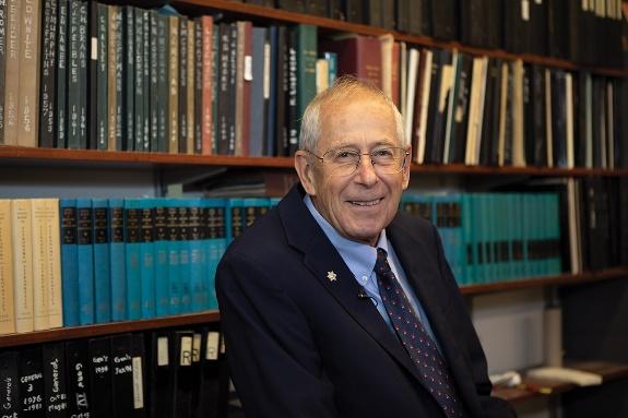 Nhà khoa học đạt giải Nobel Vật lý năm 2019