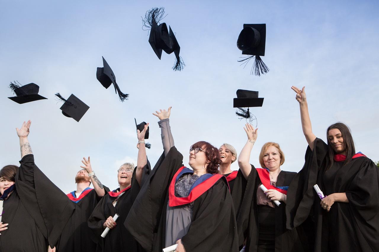 Sinh viên tốt nghiệp đại học Canada