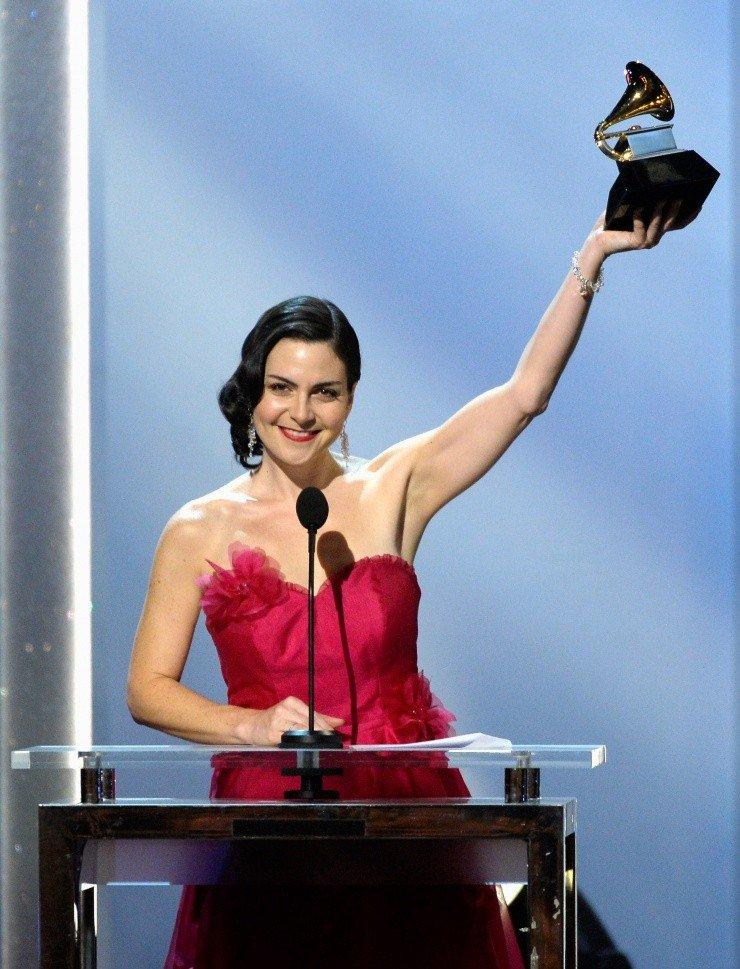 Cô Jennifer Gasoi – một cựu sinh viên VCC từng đoạt giải Grammy