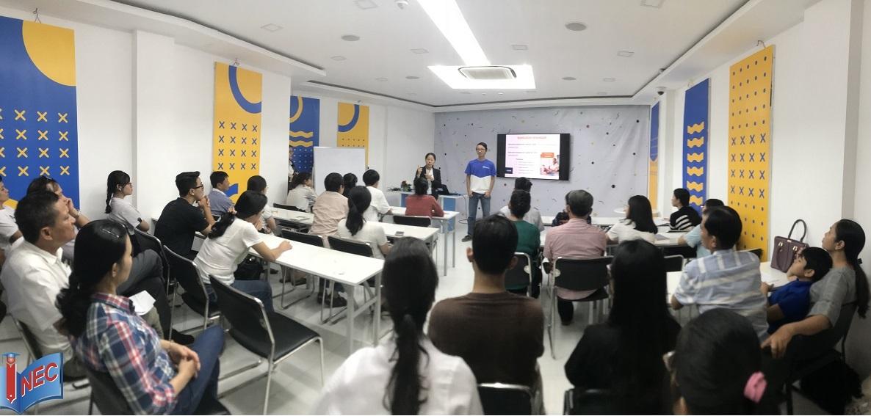 Sinh viên của Đại học KHUD HAN chia sẻ thông tin về trường