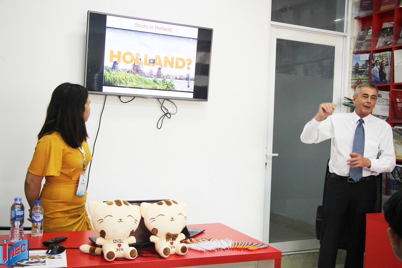 Thầy Ton Van Osch - giảng viên Đại học KHUD HAN giới thiệu về trường