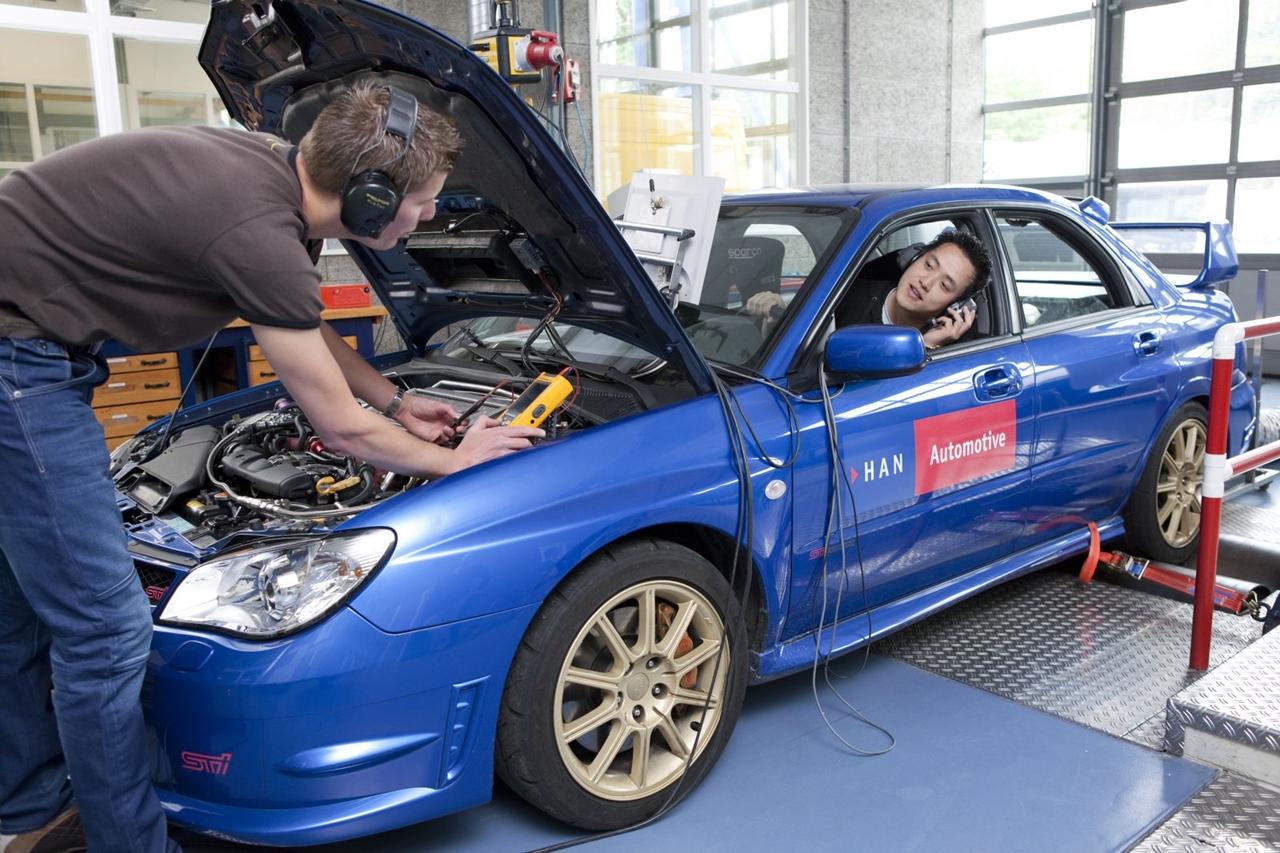 Sinh viên Đại học KHUD HAN học tập thực tế qua việc nghiên cứu cải tiến và chế tạo ô tô