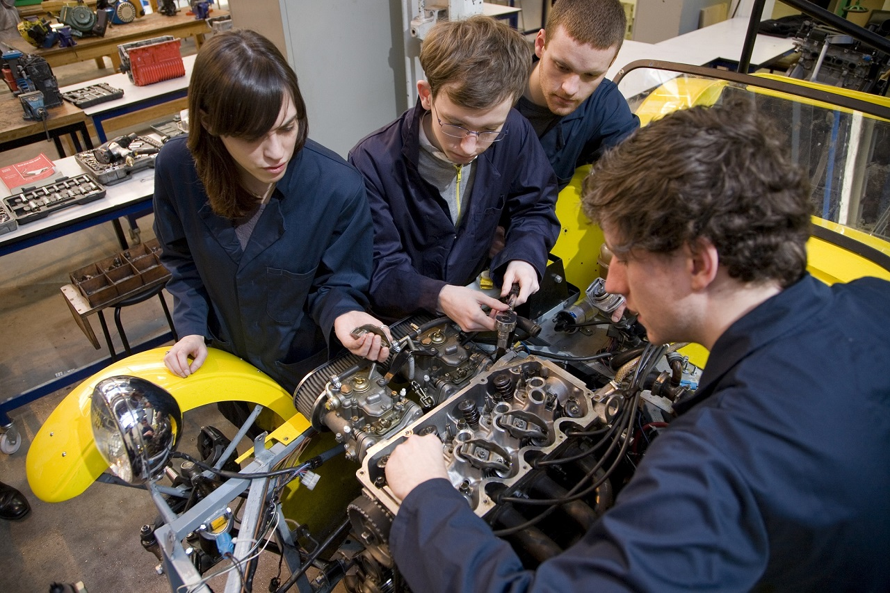 Thực hiện dự án là hoạt động thường xuyên của sinh viên kỹ thuật cơ khí tại Đại học KHUD HAN
