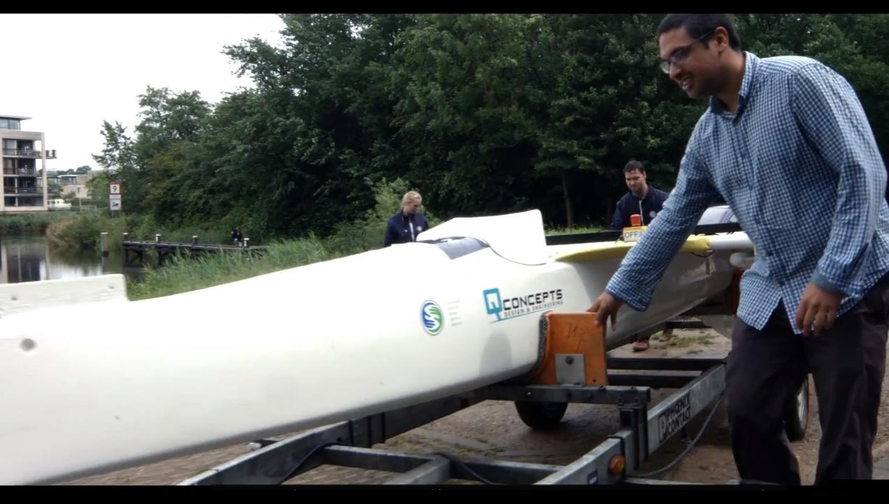 Sinh viên ngành kỹ thuật cơ khí tại Đại học KHUD HAN thử nghiệm Solarboat