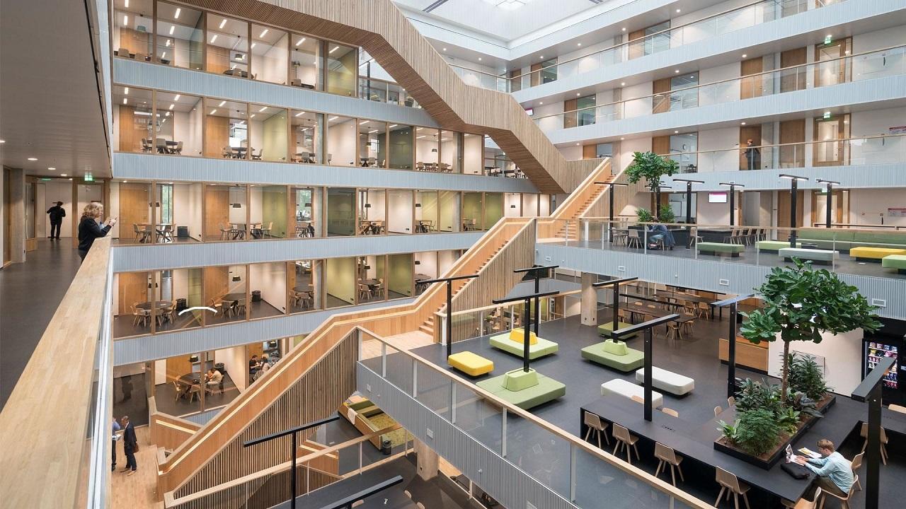 Không gian tự học thoáng đãng của sinh viên Trường Kinh doanh Rotterdam