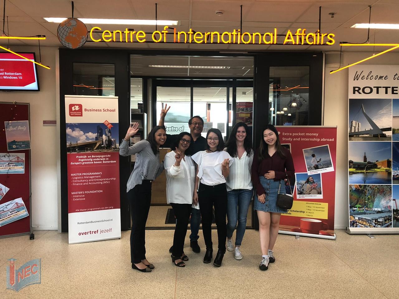 Đại diện INEC thăm Đại học Rotterdam Hà Lan