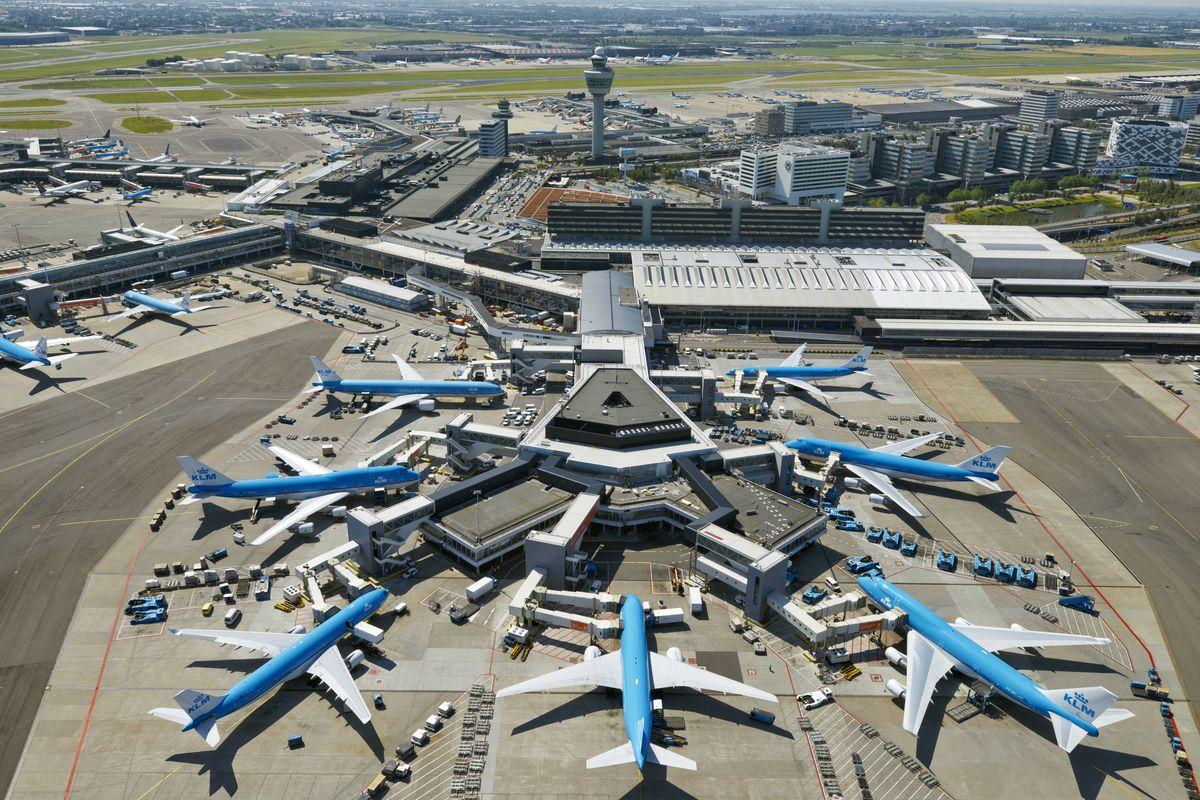 Sân bay Amsterdam Schiphol có lưu lượng vận chuyển hành khách và hàng hóa khổng lồ mỗi ngày