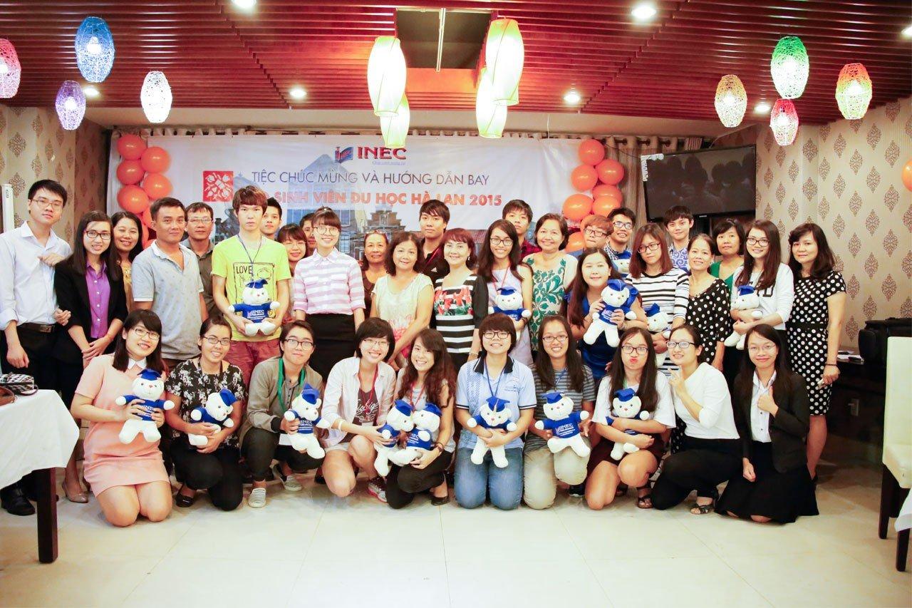 Là một trong những sự kiện không thể thiếu hằng năm, tiệc chia tay sinh viên du học Hà Lan năm 2015 thực sự là buổi tiệc vui vẻ và ý nghĩa bởi những thông tin cần thiết trang bị cho các em học sinh trước khi đi học, cũng như làm quen, kết nối sinh viên lại với nhau, tạo nên một cộng đồng sinh viên Việt Nam đoàn kết tại Hà Lan.