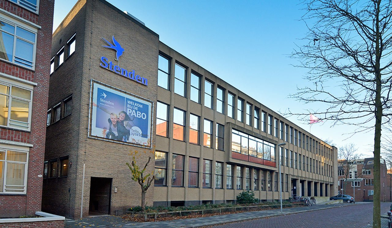Đại học Stenden là trường đào tạo ngành Du lịch – Nhà hàng – Khách sạn nổi tiếng của Hà Lan, liên tiếp hai năm liền nhận được tổ chức Institute of Hospitality Anh Quốc và tổ chức THE-ICE (International of Excellence in Tourism and Hospitality Education) công nhận chất lượng đào tạo. Với hai khu học xá nằm tại các thành phố nổi tiếng về du lịch: Leeuwarden và Emmen, trường mang đến cho sinh viên những khóa học chất lượng cao và môi trường giáo dục tiện nghi, hiện đại.