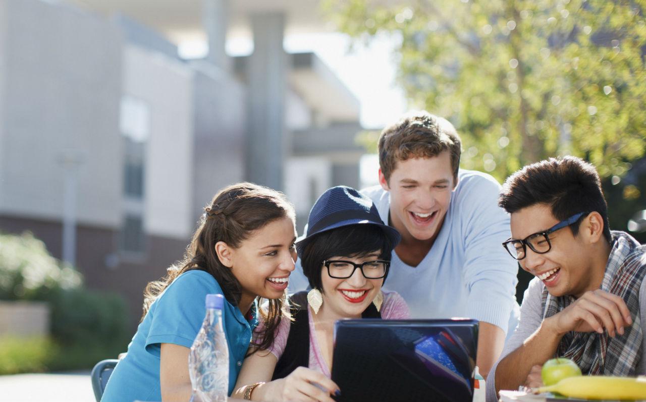 Tiết kiệm chi phí du học Mỹ, Canada với học bổng lên đến 70%