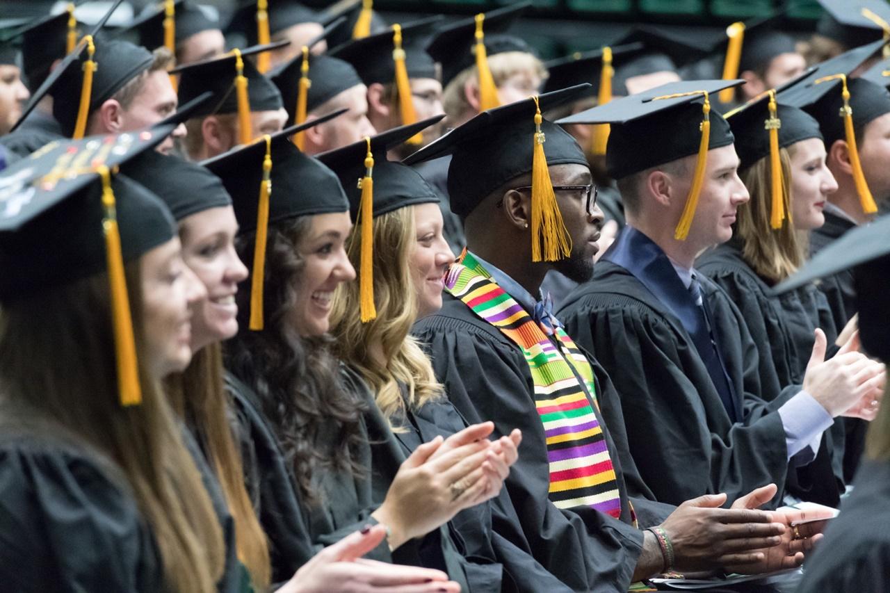 Sinh viên tốt nghiệp Đại học Colorado Mỹ