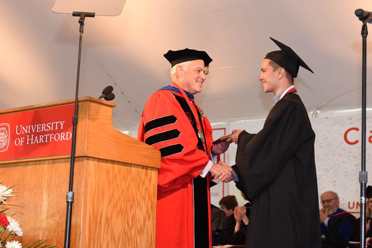 Học bổng du học Mỹ Đại học Hartford