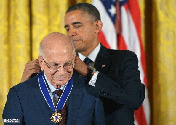 Tổng thống Obama trao Huân chương Tự Do cho nhà tâm lý học Daniel Kahneman-Nobel kinh tế 2002