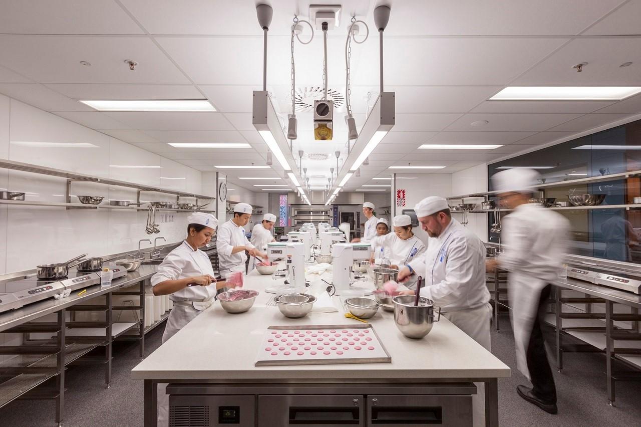 Một lớp thực hành làm bánh tại Le Cordon Bleu Wellington