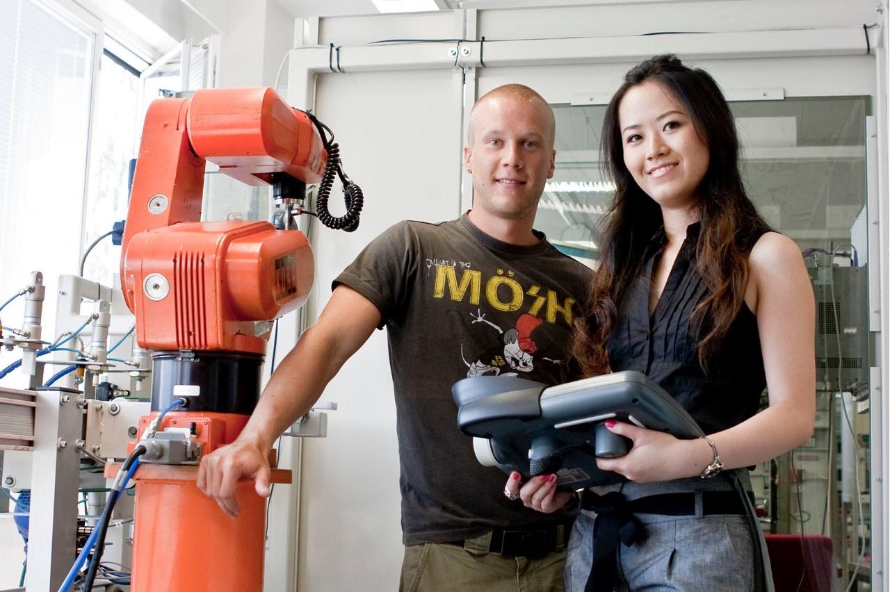 Sinh viên Đại học KHUD HAMK học tập với trang thiết bị thực tế tại trường