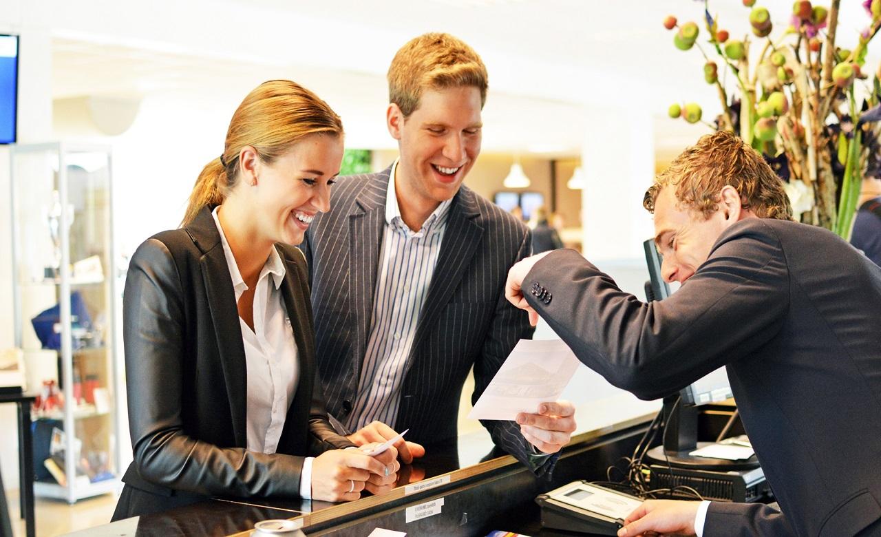 Du lịch và khách sạn là lĩnh vực việc làm thú vị với lương thưởng hấp dẫn