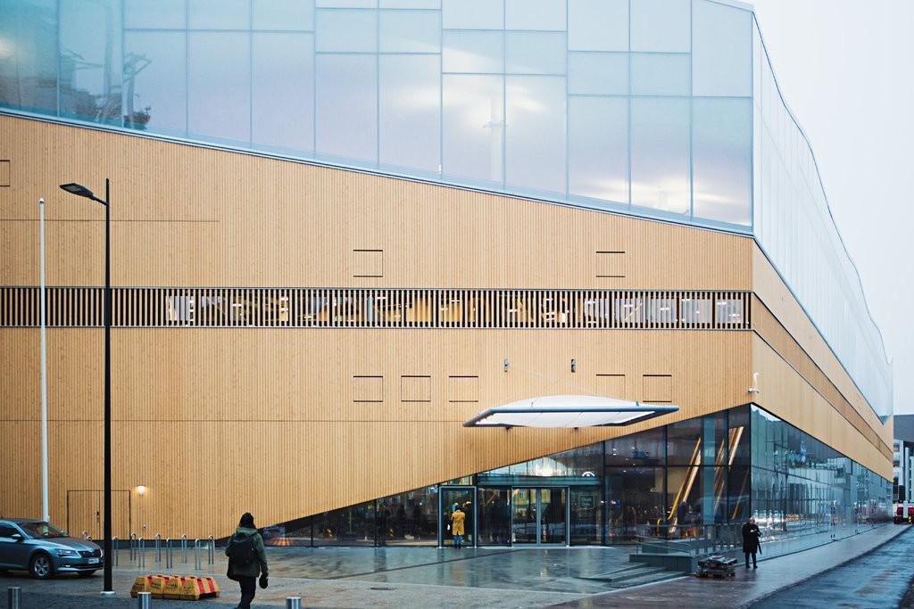Lối vào thư viện Oodi tại Helsinki