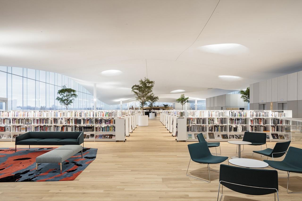 Không gian đọc sách tại Oodi