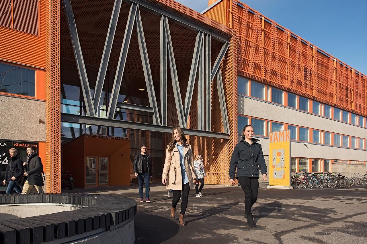 Đại học KHUD Vaasa tuyển sinh quốc tế ngành công nghệ thông tin, kinh doanh quốc tế với học phí 5.500 - 6.500 Euro/năm và cấp học bổng đến 50 - 100%
